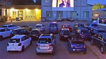 Stumme Zeugen im Autokino an der Industriestrasse: nirgends gibts mehr öffentliche Privatheit unter freiem Himmel als im eigenen Auto.