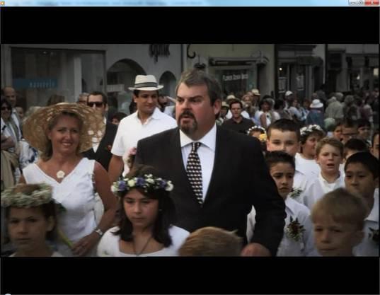 Der «Bestatter» am Maienzug – da ging den Aarauern in Staffel 2 das Herz auf. Die Szene war nicht gestellt, sondern echt. Luc Conrad alias Mike Müller hatte sich tatsächlich am Maienzug 2013 unter die Umzugsteilnehmer gemischt.