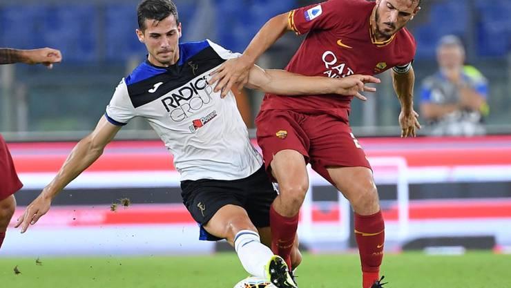 Remo Freuler (links) feiert mit Atalanta Bergamo einen schönen Sieg