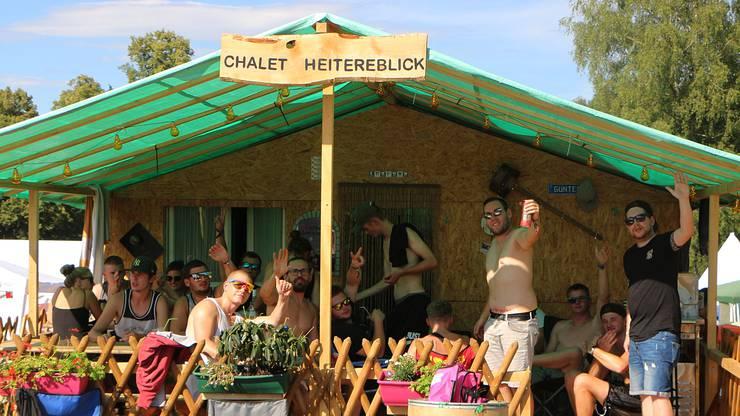 Nur eines von vielen Kunstwerken auf dem Zeltplatz: Das Chalet Heitereblick.