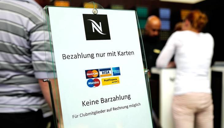 Der Nespresso-Shop im Basler Bahnhof SBB akzeptiert kein Bargeld.