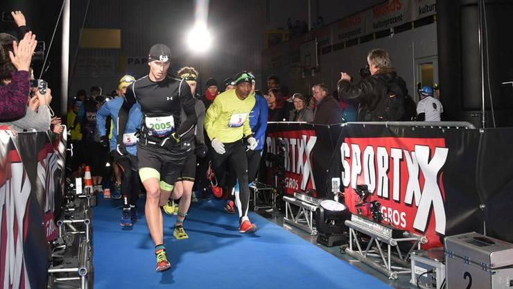 Rund 1000 Läufer nahmen am diesjährigen Neujahrsmarathon Zürich teil.