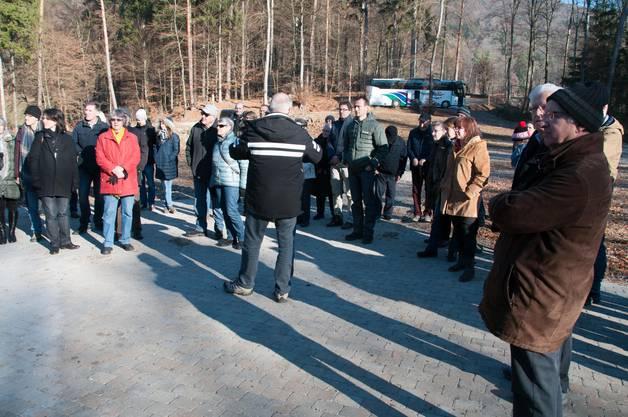 Roland Kuster informiert zum Neubau des Reservoirs Birch.