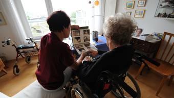 350 Rentnerinnen und Rentner sollen sich in St. Gallen als Zeitvorsorger engagieren.Juri Junkov