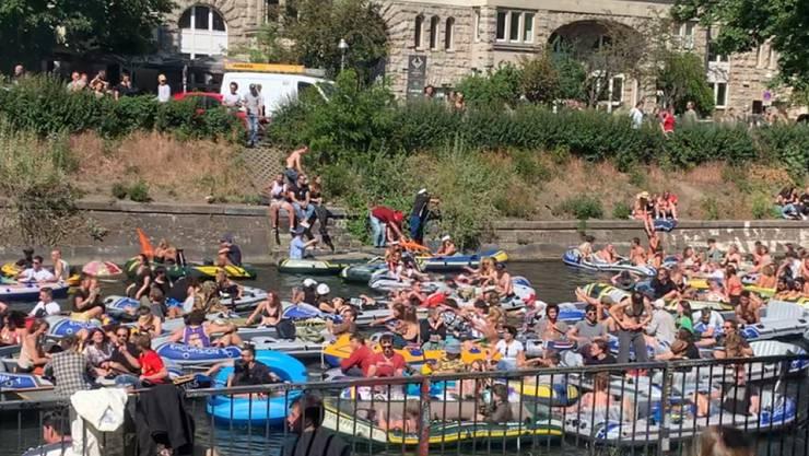 Wasser-Demonstration mit Booten auf dem Landwehrkanal. Foto: Vincent Bruckmann/dpa