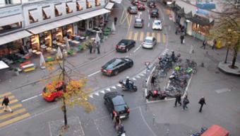Der Zürcher Stadtrat kauft drei Häuser an der Sihl- und Selnaustrasse vollständig auf. Im Bild: Die Sihlstrasse in Zürich. (Archivbild)