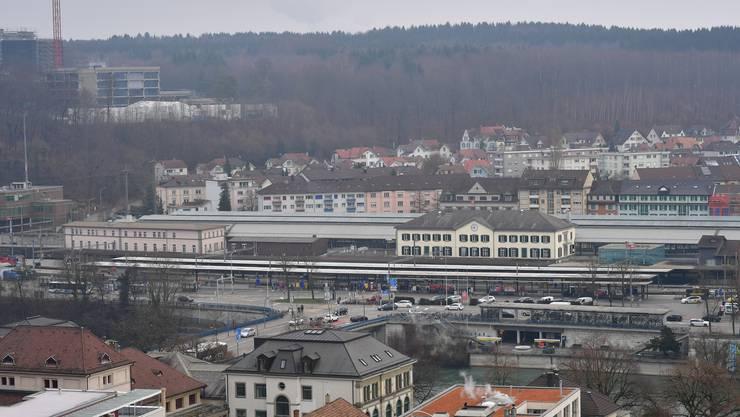 Der Bahnhofplatz Olten erfülle seine Anforderungen an eine regionale Verkehrsdrehscheibe seit Jahren nicht mehr, schreibt der Stadtrat in seiner Vernehmlassung.