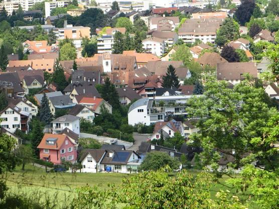 Dorfkern von Frenkendorf mit der evangelischen Kirche.