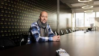 In diesem Büro in Altstetten arbeitet Fabian Hediger. Der Weininger veranstaltet mit seinem Team am 16. und 17. Januar die achte Ausgabe des Worldwebforums. Bild: Severin Bigler