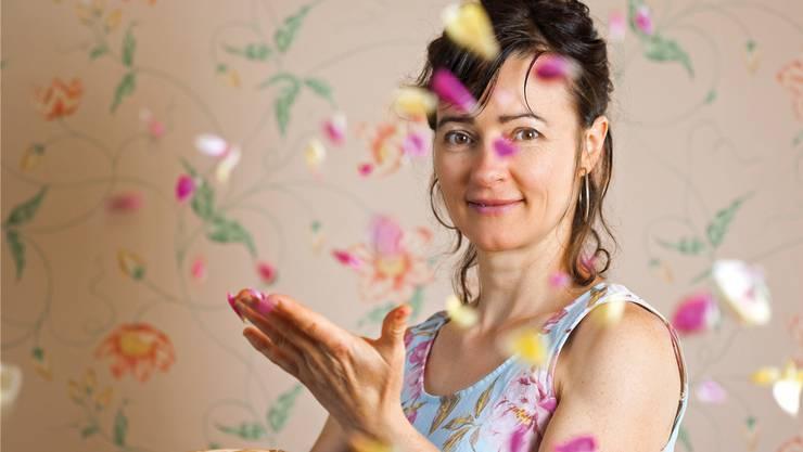 Die mit den Rosen tanzt: Lilo Meier hat sich dem kulinarischen Rosengenuss verschrieben.