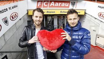 «Das Schöne ist, dass wir uns auch neben dem Platz sehr gut verstehen.» Olivier Jäckle (links) und Elsad Zverotic sind von der Not- zur Traumlösung im Mittelfeldzentrum geworden.