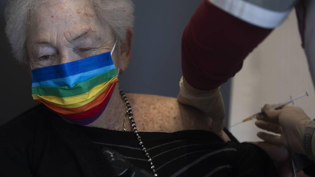 Israel feiert Impfrekorde und verlängert den Lockdown um zehn Tage