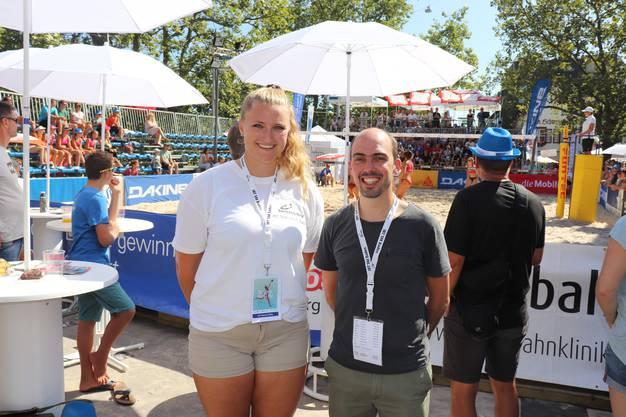 Bei Naomi Mika (links) und Thomas Heynen liefen bei der Organisation des Beachvolleyballturniers die Fäden zusammen.