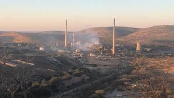 Seit Jahren wird die Schmelzerei im namibischen Tsumed von Nichtregierungsorganisationen wegen fehlender Umweltstandards und schlechter Arbeitsbedingungen kritisiert.