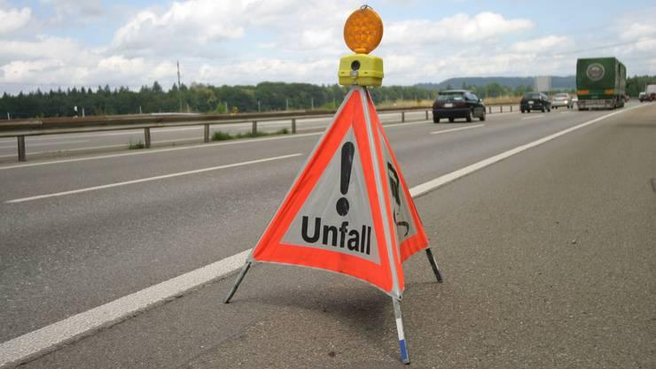 Vor dem Tunnel Schweizerhalle kam es zu einem Auffahrunfall mit vier beteiligten Fahrzeugen.