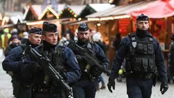 Patrouille auf dem Strassburger Weihnachtsmarkt Die Polizei in Frankreich kommt an ihre Grenzen.