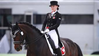 Ein erfolgreiches Paar: Tamara Roos auf ihrem 14-jährigen Wallach Amaretto an einem Dressurwettbewerb. zvg