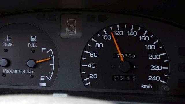 Die Polizei hat am Donnerstagabend auf der Autobahn H18 bei Muttenz einen Raser gestoppt: Er fuhr 164 statt 80 km/h. (Symbolbild)