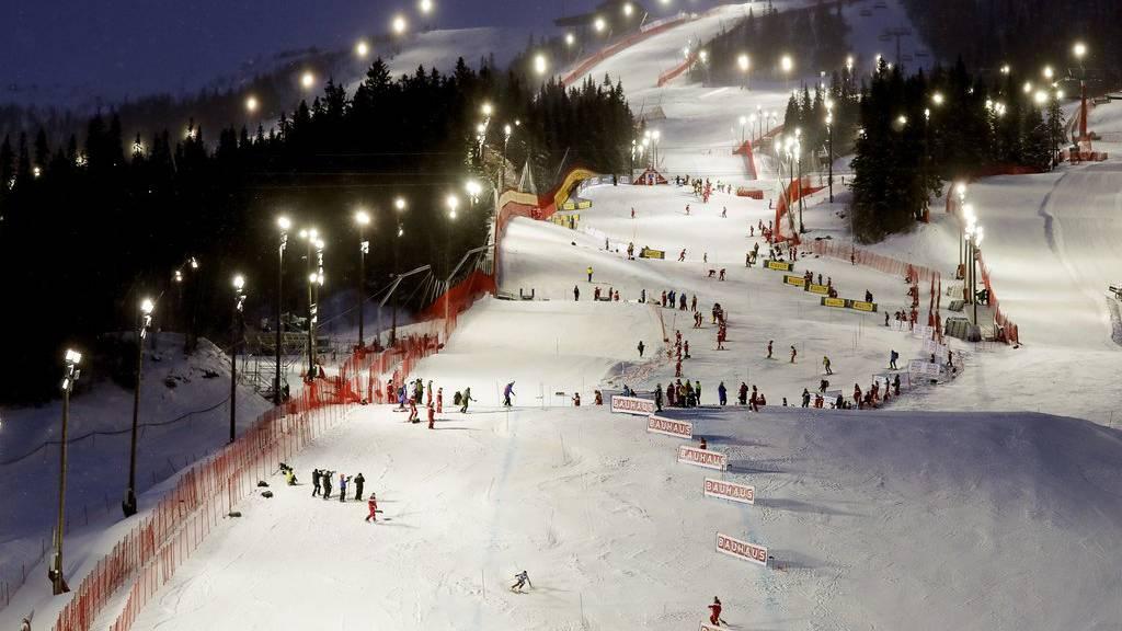 Die Schweizer Skirennfahrer treten heute als Team an.