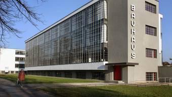 Heute die Pilgerstätte für Bauhaus-Fans: Der Schul- und Werkstattbau in Dessau wurde 1925/26 von Direktor Walter Gropius erbaut. (Archivbild von 2006).