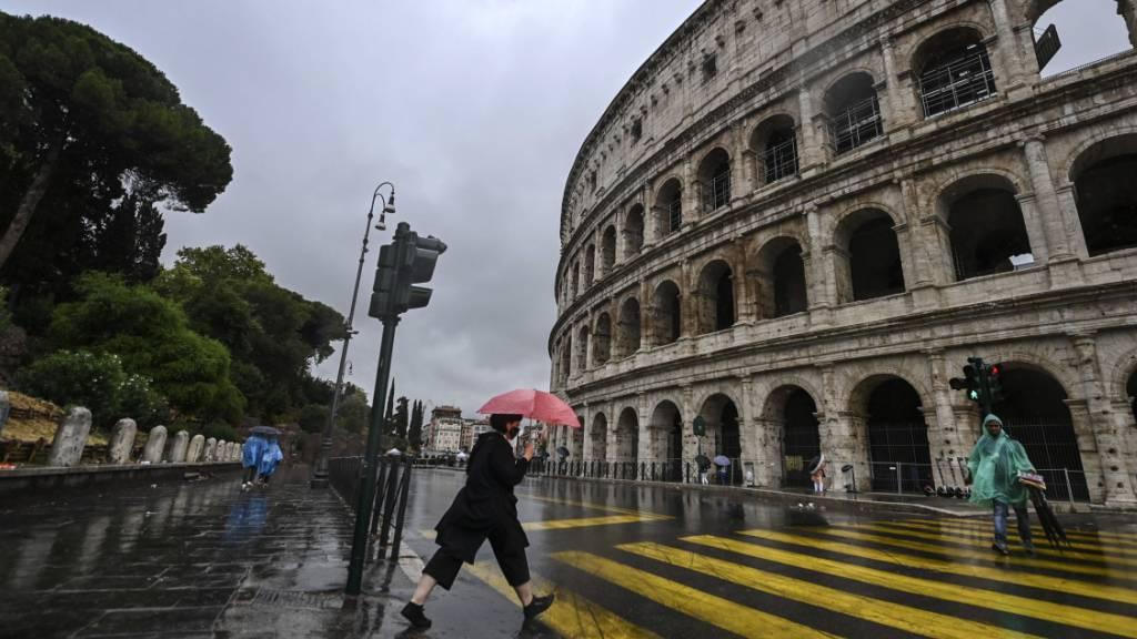 Die amerikanische Ratingagentur Standard and Poor's (S&P) sieht für die italienische Wirtschaft einen Lichtblick am Ende des Tunnels. (Symbolbild Rom)