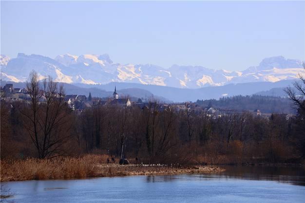 2. Preis: Lennart Berg fotografierte seine Gemeinde vom Flachsee aus, mit Bergpanorama im Hintergrund.