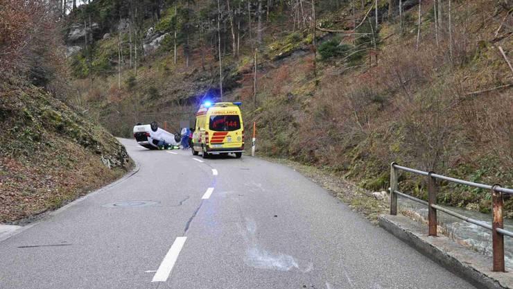 Auf der Passwangstrasse in Erschwil hat sich am Sonntagmorgen ein Selbstunfall mit einem Auto ereignet.