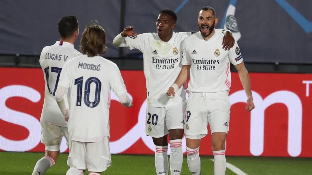 Karim Benzema (rechts) hat einmal mehr für Real getroffen. Die Glückwünsche blieben nicht aus.