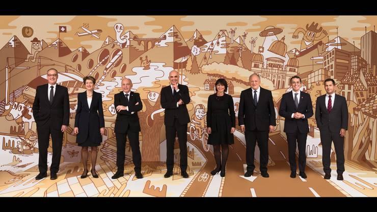 2018: Das von MICHEL FR entworfene Hintergrundbild im neuen Bundesratsfoto soll die grosse Vielfalt der kleinen Schweiz aufzeigen. Bundespräsident Alain Berset hat sich für das Konzept entschieden.