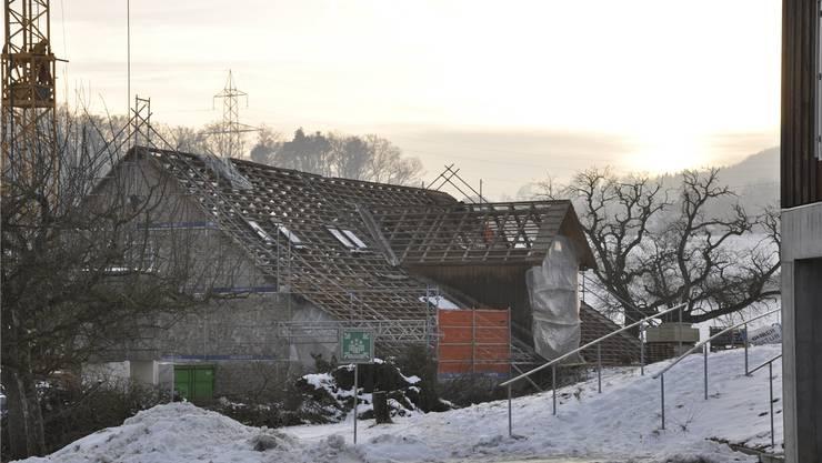 Das leere Dachgebälk des Gebäudes an der Mahrenstrasse 102 – das äussere Erscheinungsbild bleibt beim Umbau erhalten.