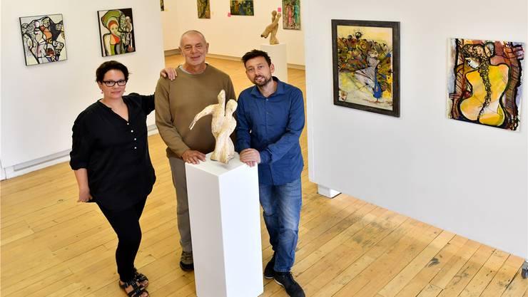 Alexandra Brabetz, Herbert Glanzmann und Mario Merkle (v. l.) stellen ihre Bilder und Skulpturen bei den Lenz Friends in Egerkingen aus.