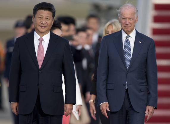 Chinas Parteichef Xi Jinping und Joe Biden kennen sich bereits aus dessen Zeit als Vizepräsident. Im Bild: Besuch des chinesischen Machthabers auf einer US Army Base in 2015. (Archivbild: Keystone)
