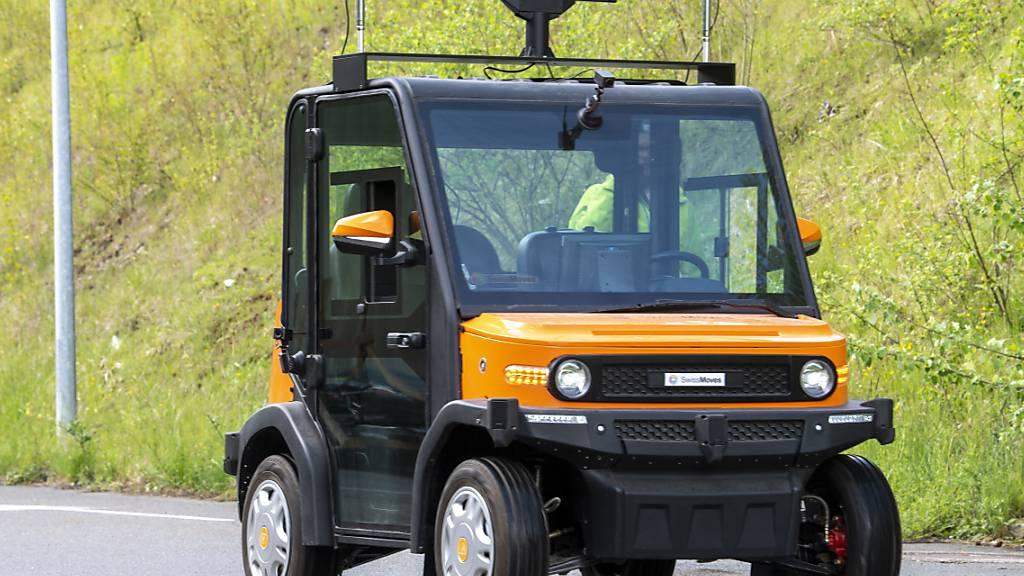 Das ferngesteuerte Fahrzeug auf dem Testgelände in Freiburg.