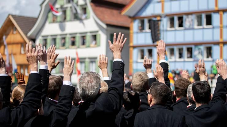 Die Innerrhoder stimmten am Sonntag nicht wie üblich per Hand bei der Landsgemeinde ab – wie hier am 28. April 2019 – sondern an der Urne.