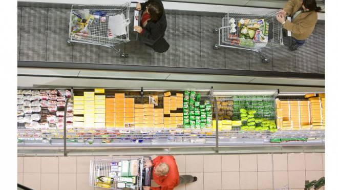 Hochpreisinsel in der Kritik: Migros- und Coop-Kunden bezahlen die hohen Bruttomargen der Händler. Foto: Keystone