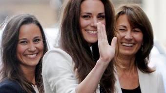 Kate, ihre Schwester (links) und ihre Mutter