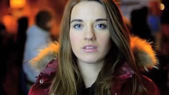 Eine Ukrainerin erklärt der Weltöffentlichkeit in einem bewegenden Video, warum die Menschen in der Ukraine auf die Strasse gehen