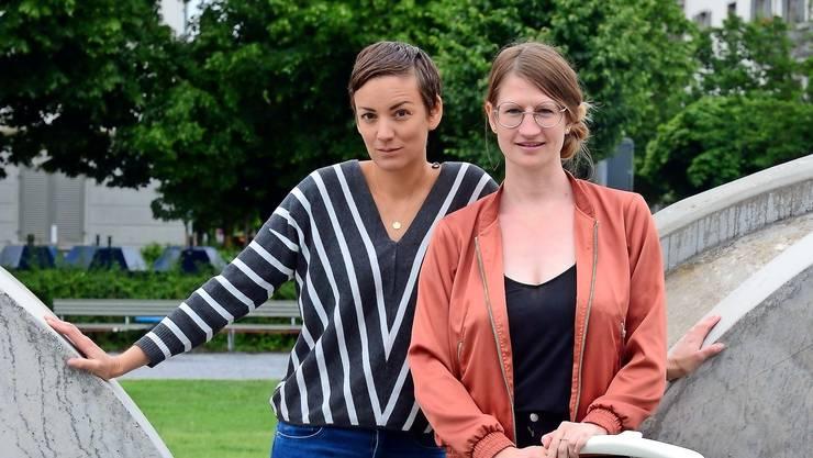 Sarah Steiner (links), Julia Bochanneck und zwei weiteren Gründerinnen wollen Eltern flexible Arbeitsmodelle ermöglichen.