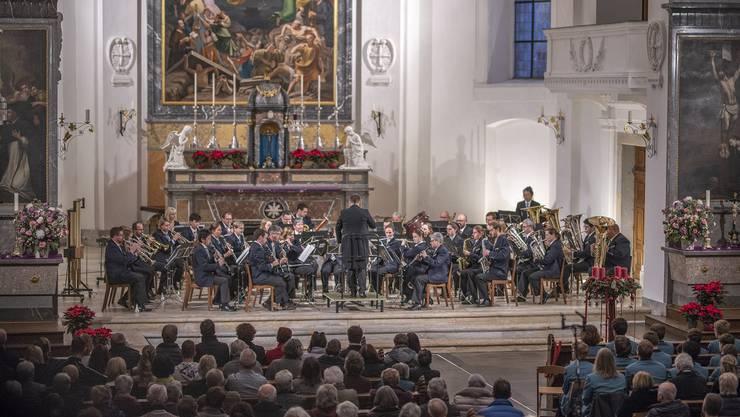 Die Stadtmusik Olten bei ihrem Auftritt am Adventskonzert in der Stadtkirche. (Foto: Celine Henriquez)