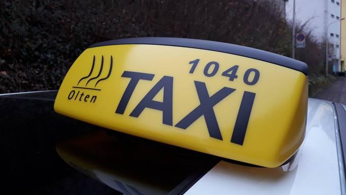 Für die Oltner Taxifahrer kann es schwierig werden: Da Uber keine Konzession benötigt, fallen auch die Chauffeure nicht unter das Oltner Taxireglement und benötigen keine Taxichauffeurbewilligung.