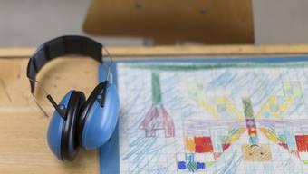 Kinder mit ASS fühlen sich oft einsam – weil sie die Zeichen ihrer Mitschülerinnen und Mitschüler nicht deuten können.