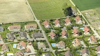 Der Kauf von Wohneigentum wird für immer mehr Leute unerschwinglich. (Archiv)