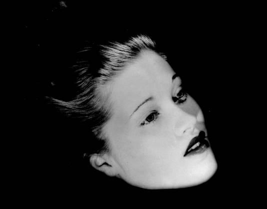 Lee Miller hat ihren Kopf zum Schweben gebracht. New York 1933.