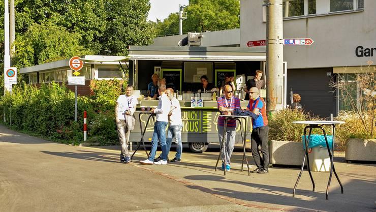 Dieser Getränkestand vor dem Gartenbad St. Jakob wird von der Firma Wassermann betrieben.