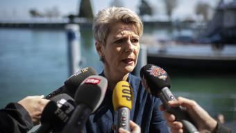 Gemeinsam mit den Gewerkschaften: Karin Keller-Sutter.