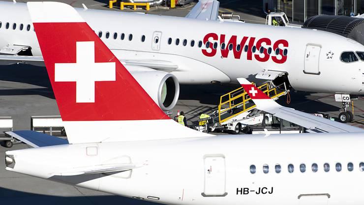 Die Swiss-Maschinen nach Italien bleiben mindestens bis Anfang April am Boden: Flugzeuge am Flughafen Genf (Archivbild).