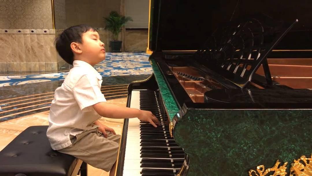 Erstaunlich: Vor seinen Konzert in Ho Chi Minh, Vietnam, übt Evan noch ein wenig Chopin.