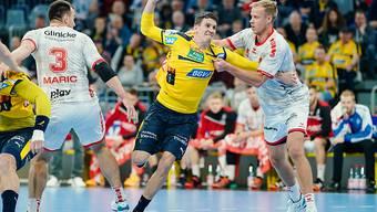 Andy Schmid (am Ball) wurde abermals zum Schweizer Handballer des Jahres gewählt