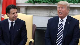 Die Regierung von Conte will am 22. März, wenn der chinesische Präsident Xi Jinping in Rom zum Staatsbesuch erwartet wird, eine Vereinbarung zur Mitwirkung an der neuen Seidenstrasse unterzeichnen. Dies hat vor allem in Washington harsche Kritik ausgelöst.