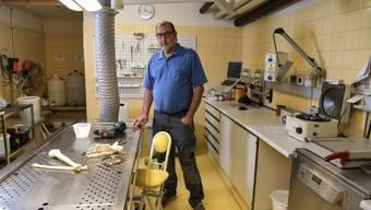 Präparator Peter Zimmermann im Anatomischen Institut